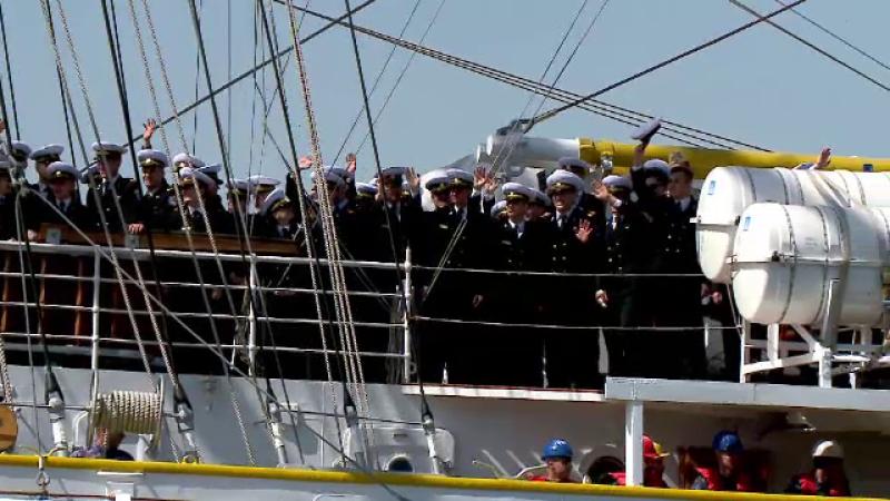 """Nava care a părăsit portul militar Constanța pentru un marș istoric. """"E grea despărţirea"""""""