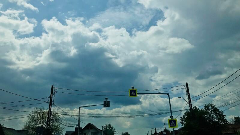 Vreme schimbătoare, cu ploi sporadice. De marți se schimbă vremea în toată țara