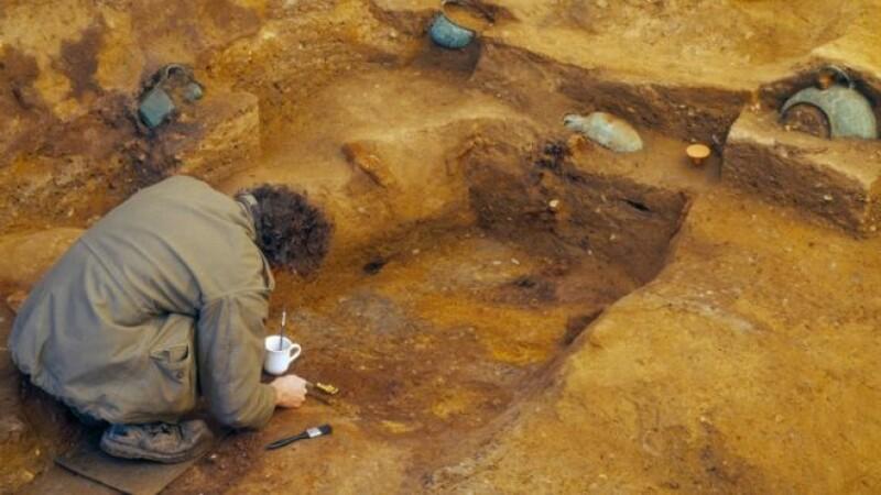 Un mormânt antic regal a fost descoperit între o cârciumă și un supermarket