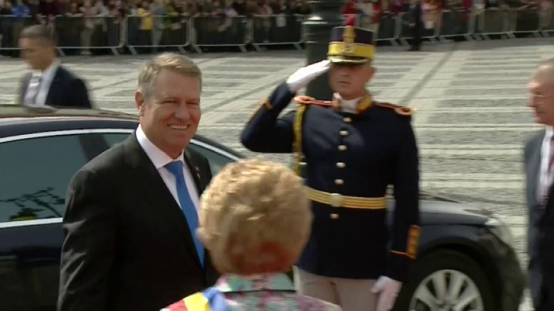 Reacția românilor când Iohannis, Merkel și Macron au ajuns la summit în Sibiu. VIDEO