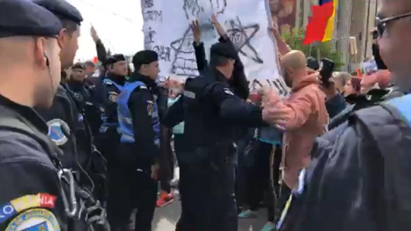 Susținătorii PSD, atacați cu hârtie igienică în Galați. Gestul unor șoferi. VIDEO