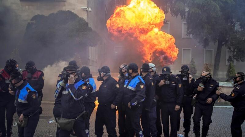 proteste, albania, premier, atacat,