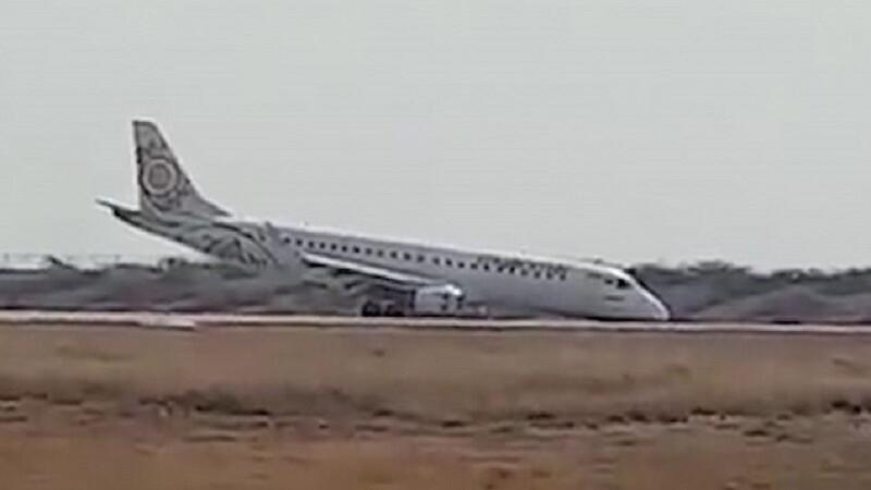 VIDEO Cum a salvat un pilot 88 de pasageri, după ce a rămas fără trenul de aterizare