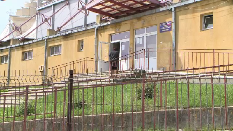 Un elev a dat foc la 10 cataloage într-o școală din Iași