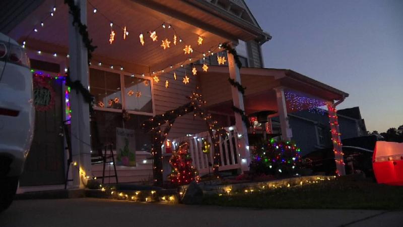 Motivul pentru care oamenii dintr-un oraș american au sărbătorit Crăciunul în luna mai