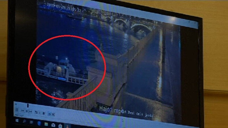 Momentul în care o navă este lovită de un alt vaport pe Dunăre