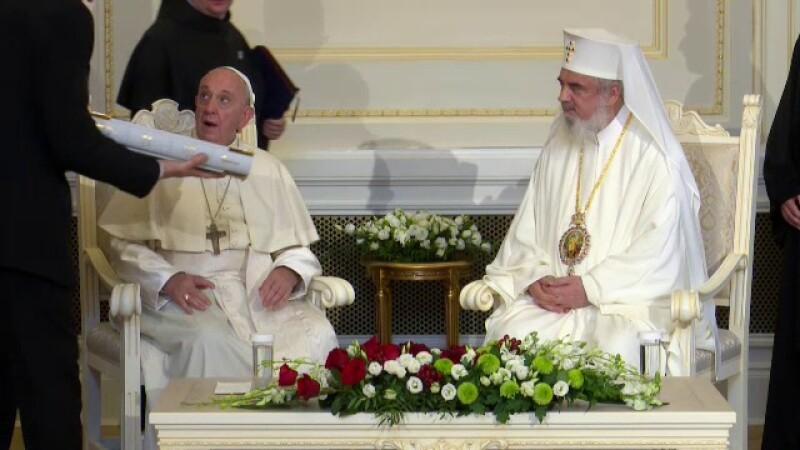 Ce cadouri a primit Papa Francisc de la Patriarhul Daniel - 4