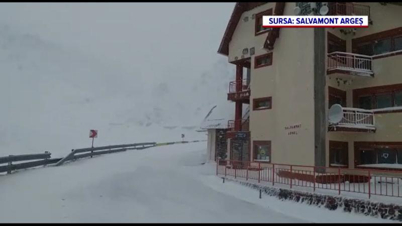 S-au întors ninsorile. Locul din România unde stratul de zăpadă măsoară 15 centimetri