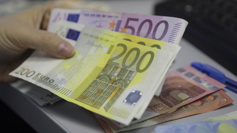 Sumă uriașă de euro descoperită într-un apartament. Banii cântăreau mai bine de un sfert de tonă
