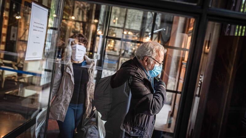 """Hotelurile vor fi deschise, dar nu pentru turiști. Angajații pot """"spiona"""" oaspeții bolnavi"""