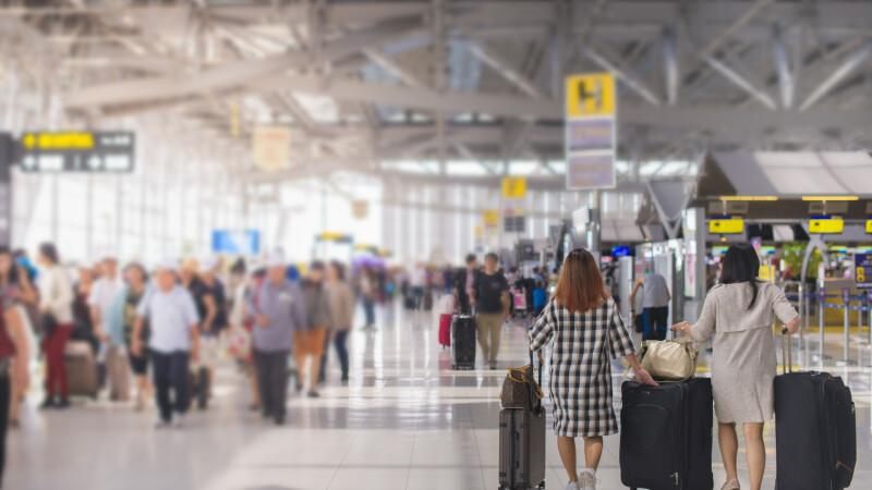 Țara care va testa turiștii la aeroport. Care va fi procedura