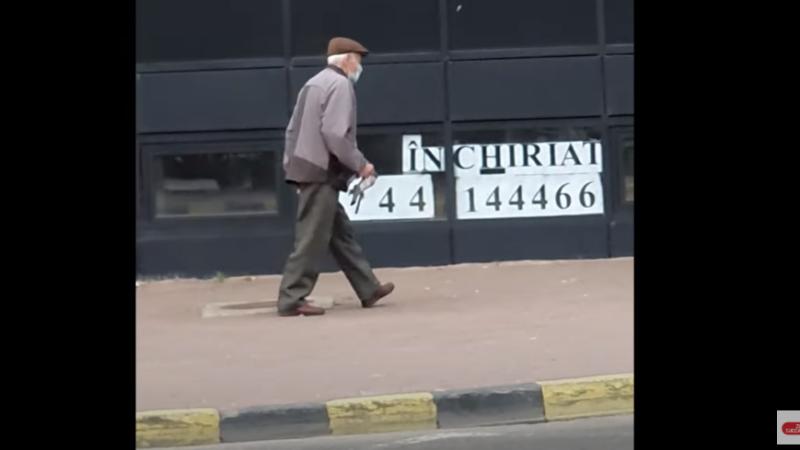 A ieșit la vânătoare de porumbei pe străzile din Suceava. Cum a fost surprins un bătrân. VIDEO