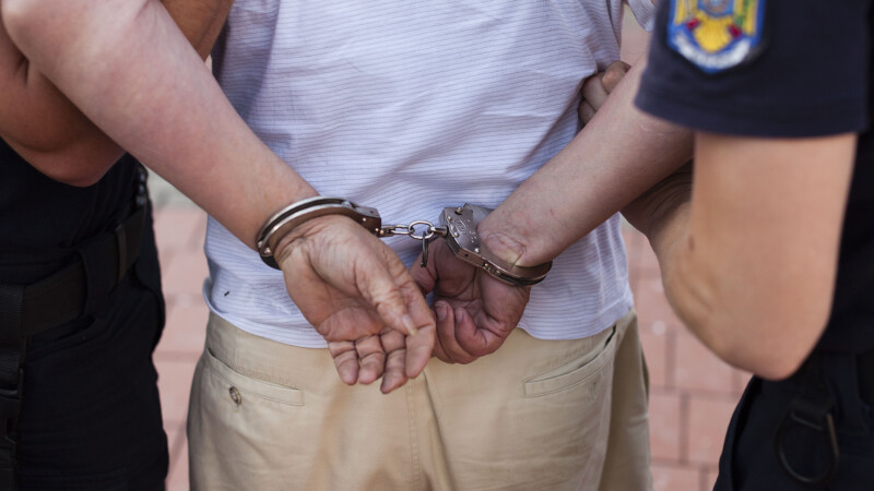 Bărbat trimis în judecată după ce a întreținut relații sexuale cu un minor și l-a infectat cu HIV