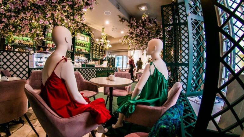 Motivul pentru care o capitală europeană a umplut restaurantele cu manechine