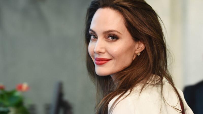 Cum angelina jolie Angelina Jolie