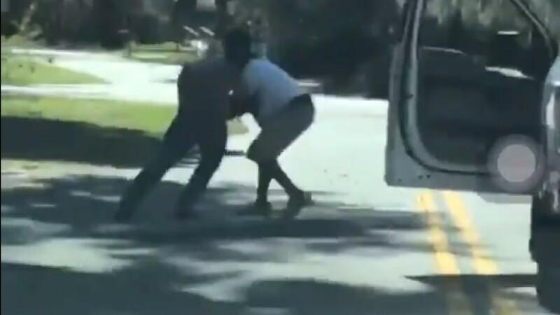 Bărbatul care a filmat uciderea unui tânăr în timp ce făcea jogging este acum acuzat de crimă