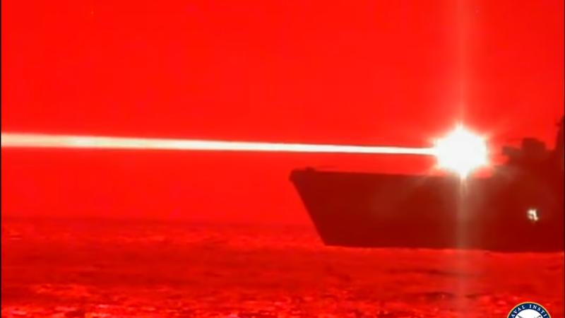 Americanii au arma viitorului. US Navy a prezentat laserul care doboară aeronave în zbor