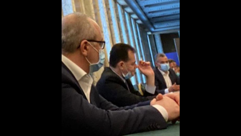 Ludovic Orban fumeaza
