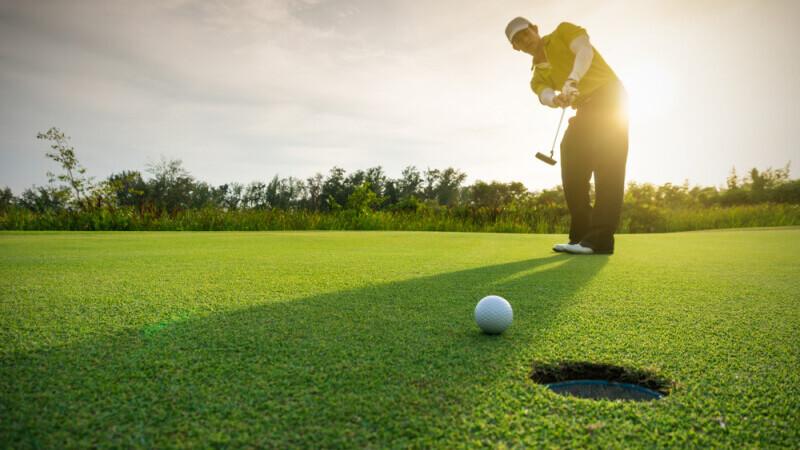 HARTA. Unde poți juca golf în România. Prețul echipamentului și al terenului