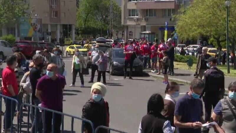 Maratonul de vaccinare din București, un succes absolut. S-a stat la coadă și numărul dozelor aproape s-a dublat