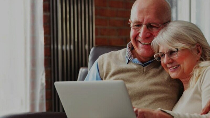 Internetul, tot mai popular printre vârstnici din cauza pandemiei. \