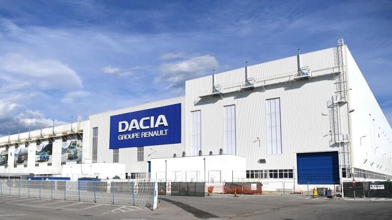 Tragedie la Uzina Dacia. Un angajat a fost găsit mort într-o toaletă din incinta vestiarelor