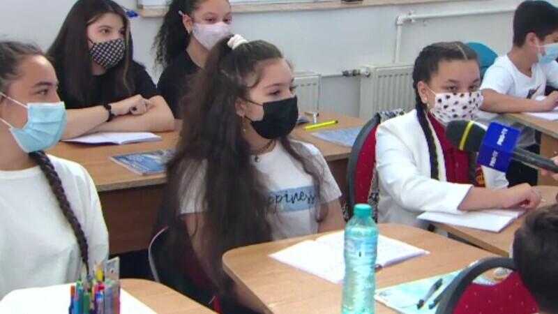 Copiii au fost derutați în prima zi de școală fizică. A fost un 15 septembrie autentic, la jumătatea lui mai