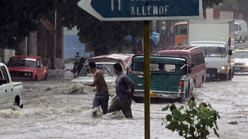 Ploi torentiale si vant puternic au lovit fara incetare sudul Cubei