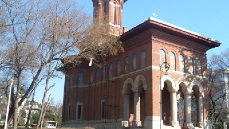 Gardul unei biserici din Craiova, daramat dupa o revelatie a primarului