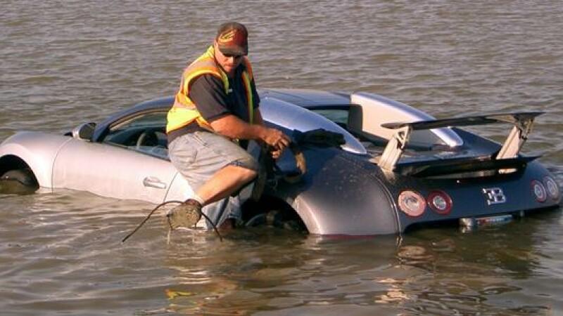 Bugatti Veyron la apa