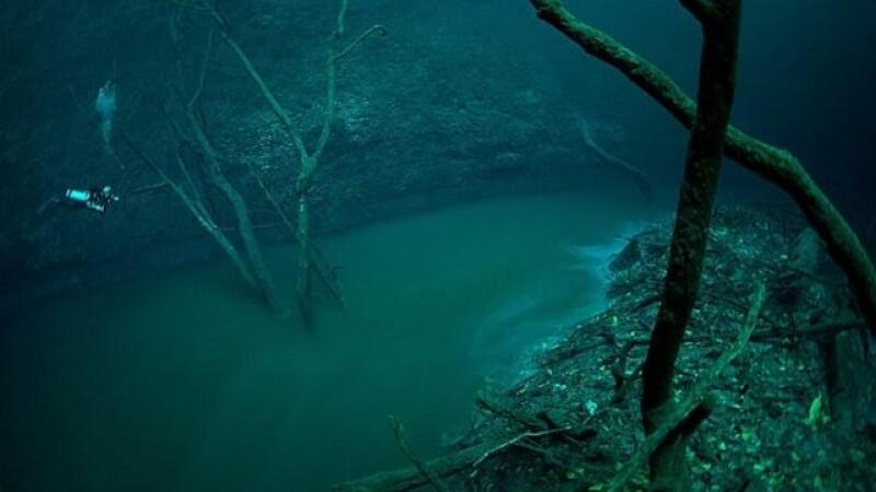 IMAGINI INCREDIBILE! Un rau curge... prin apa!