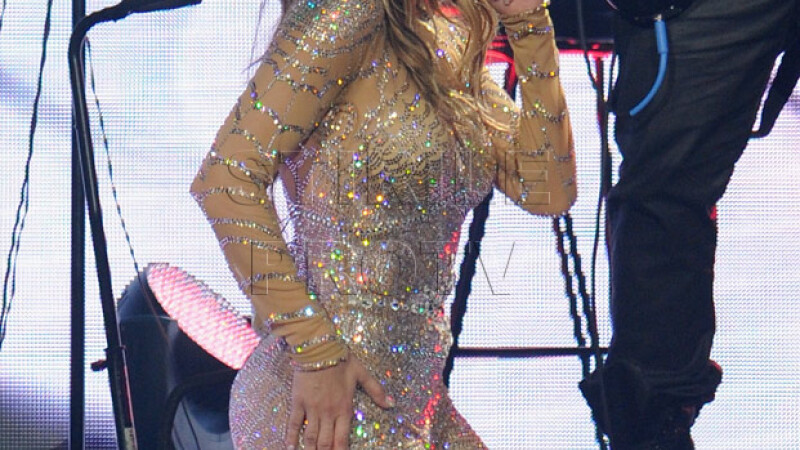 Colantii de 7 euro care le ajuta pe femei sa aiba un posterior bombat ca al lui Jennifer Lopez. FOTO
