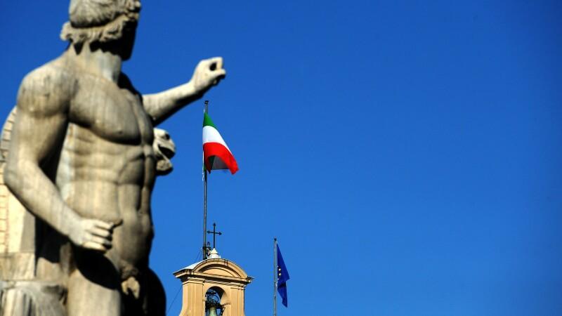 Taxa de la romani pentru romani. Locul de munca in Italia se plateste cu sute de euro