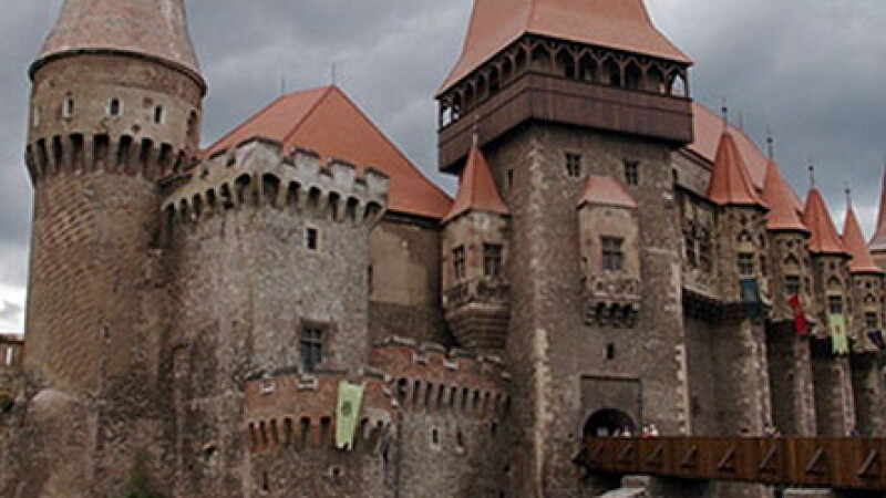 Castelul Corvinilor COVER