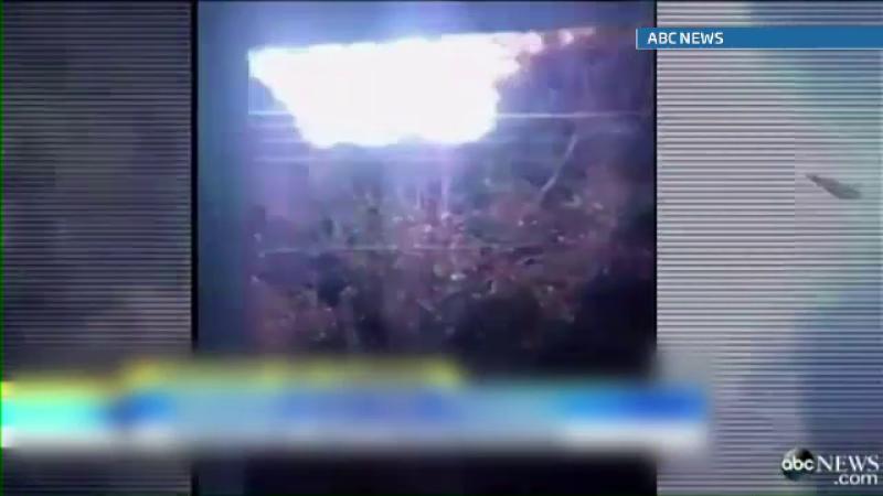 O minge de foc care se deplasa pe firele de inalta tensiune, filmata de un barbat din Montreal