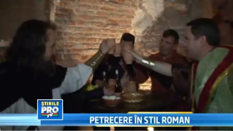 Petrecere in stil roman la Alba Iulia. Bucatele alese si voia buna i-a ademenit pe trecatori
