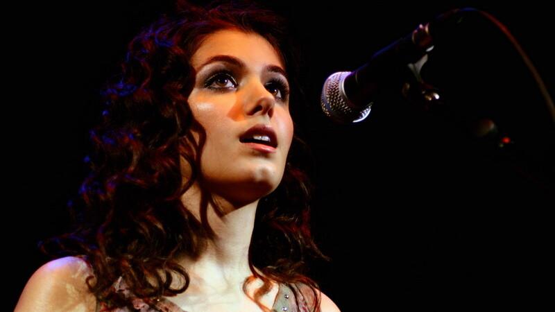 Cantareata britanica Katie Melua a trait spaima vietii: medicii i-au scos un paianjen din ureche. Traia acolo de o saptamana