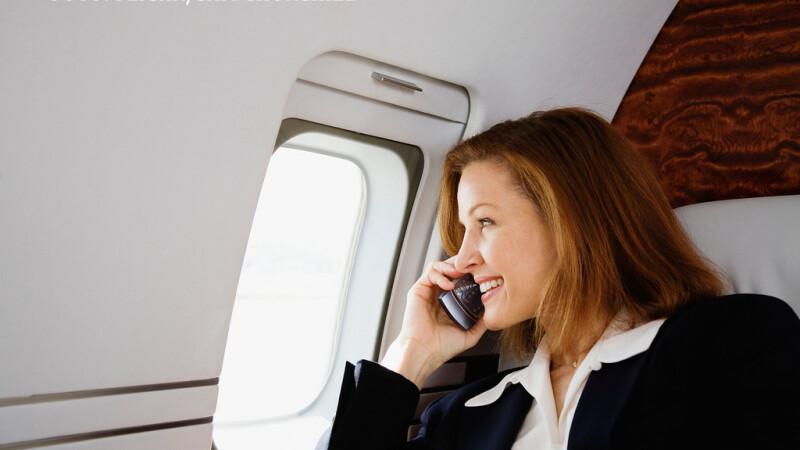 Ce vi se poate intampla daca deschideti telefonul mobil in avion.