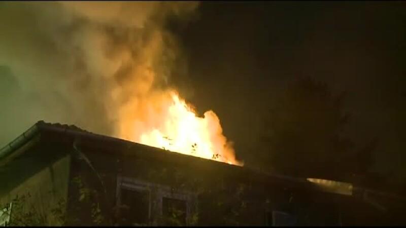 Panica intr-o vila din cartierul bucurestean Baneasa. Pentru a 2-a oara, dupa o luna, un apartament a luat foc