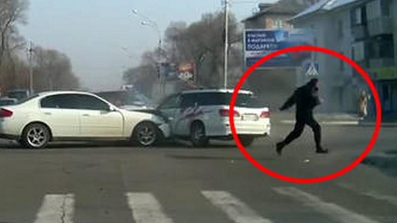 A provocat un accident intr-o intersectie, apoi a fugit de la locul faptei. Cine e barbatul prins de politisti la scurt timp