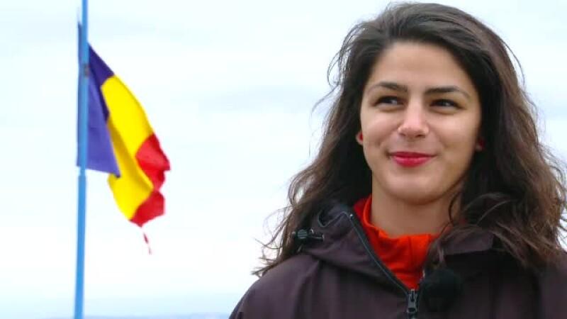 Alexandra, tanara de 17 ani care a dus steagul Romaniei pe cei mai inalti vulcani din lume.