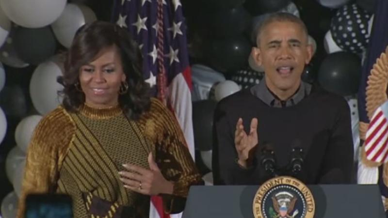Barack si Michelle Obama au primit la Casa Alba zeci de copii costumati de Halloween. Presedintele a dansat pe