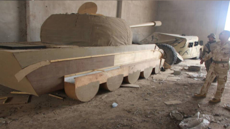ISIS a ajuns sa foloseasca tancuri de lemn si manechine de jihadisti in Irak. \