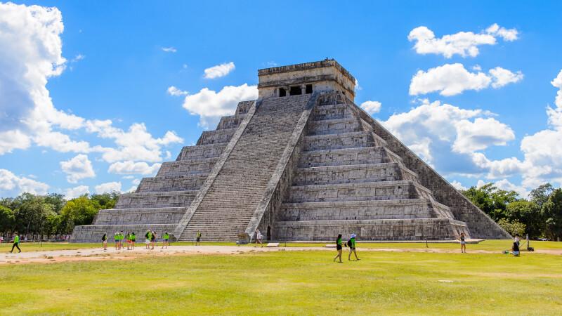 Descoperirea facuta de arheologi in interiorul Piramidei lui Kukulcan, din Mexic. Ce au gasit in interior este o premiera
