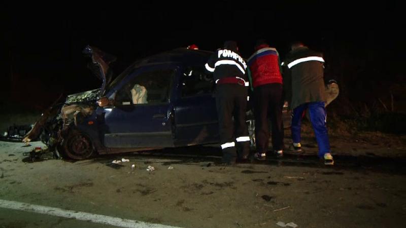 Pericol de explozie pe o sosea din Timis, dupa un accident provocat de un sofer de 62 de ani. Doi oameni au ajuns la spital