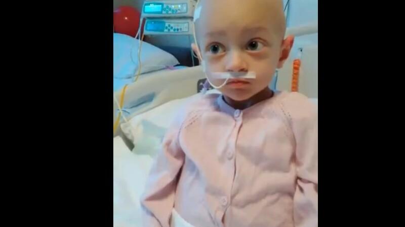 La 2 ani, se lupta cu o forma de cancer si viata ii este in pericol. Cum o puteti ajuta pe Agnesia