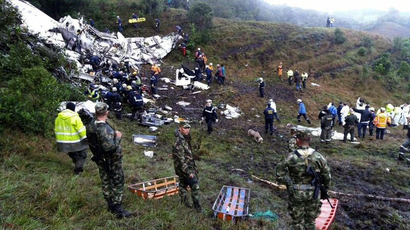 Un avion cu 72 de pasageri la bord, printre care si o echipa de fotbal braziliana, s-a prabusit in Columbia