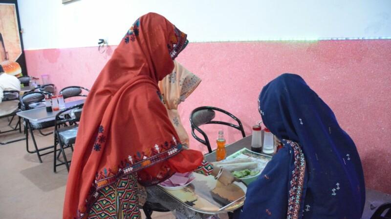 Femei Pakistan