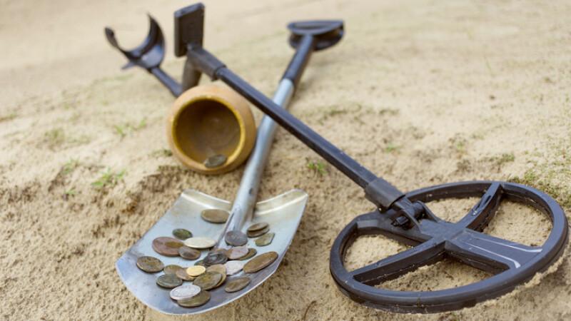 detector de metale şi bani