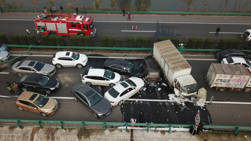 Carambol pe o autostrada din China